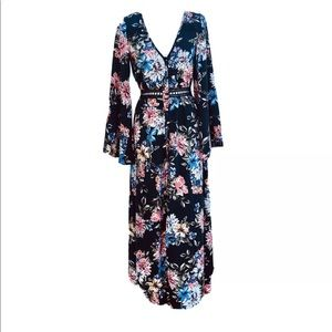 NWT floral bell sleeve button cutout maxi nastygal